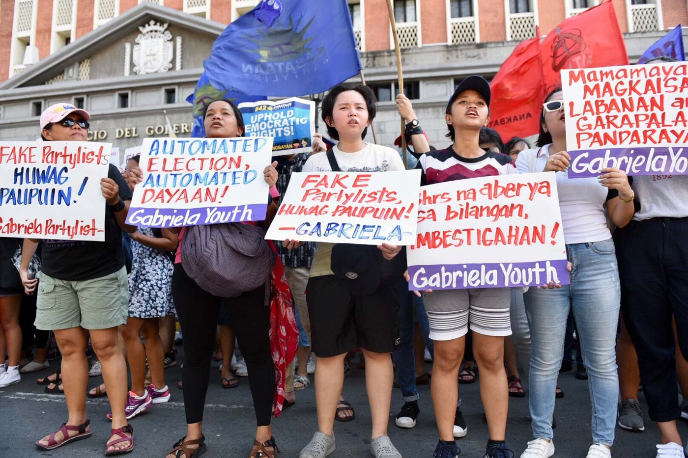 ELECTION IRREGULARITIES? Several groups including Anakbayan, Kabataan Partylist, and Gabriela troop outside Comelec in Intramuros to protest suspected election fraud in the 2019 polls on Tuesday, May 14. Photo by LeAnne Jazul/Rappler