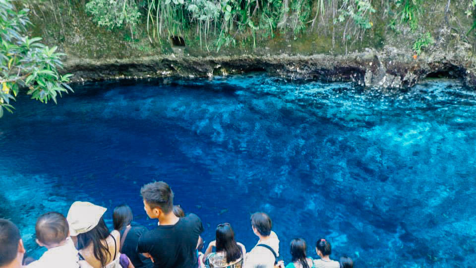 ENCHANTING. The crowds keep coming because of the clearness and blueness of Enchanted River. Photo by Joshua Berida