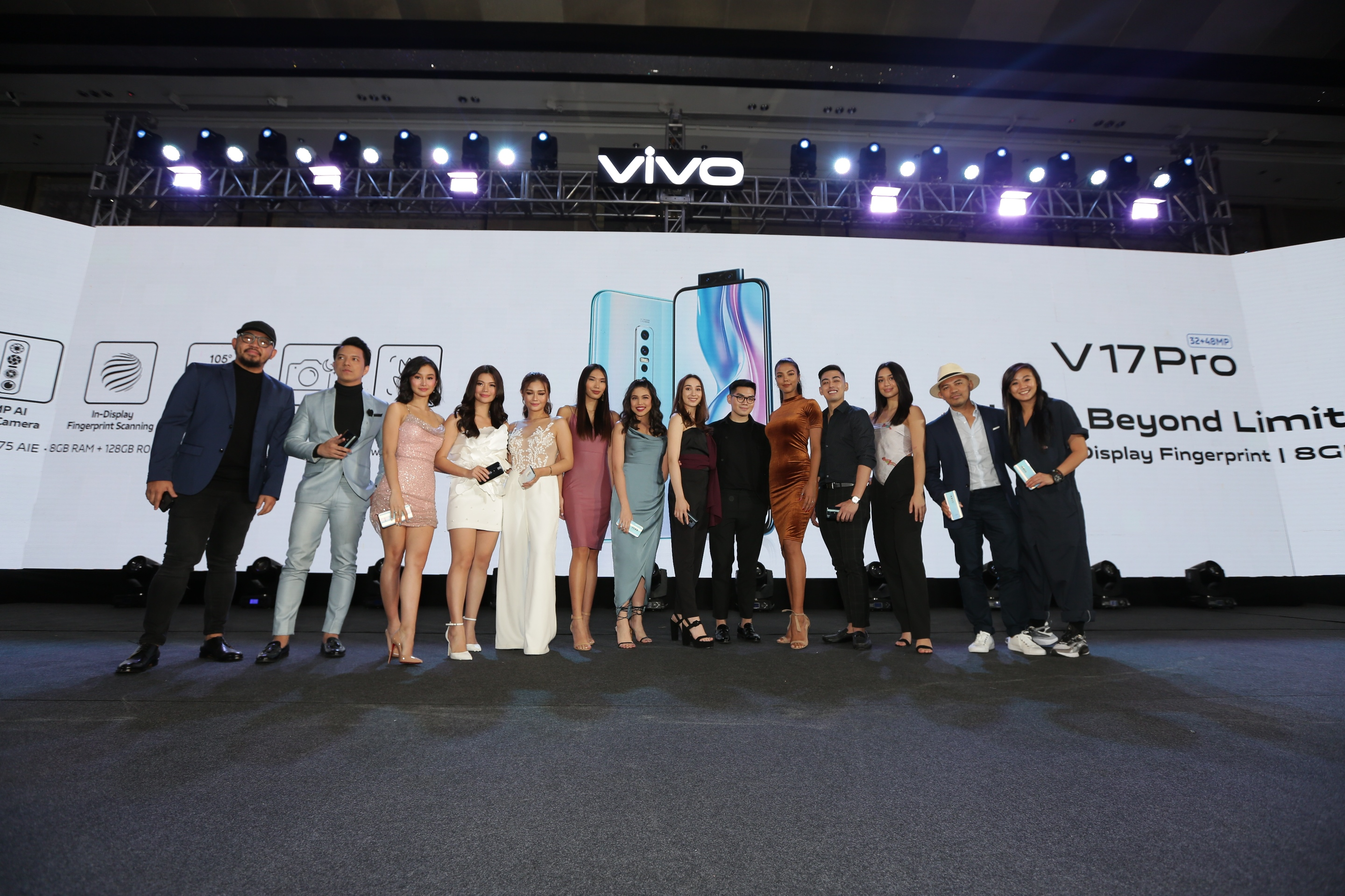 BRAND AMBASSADORS. Maine Mendoza (center) joins Chienna Filomeno, Verniece Enciso, Vern Enciso, TJ Monterde, Xander Angeles, and other Vivo brand ambassadors in welcoming the V17 Pro.
