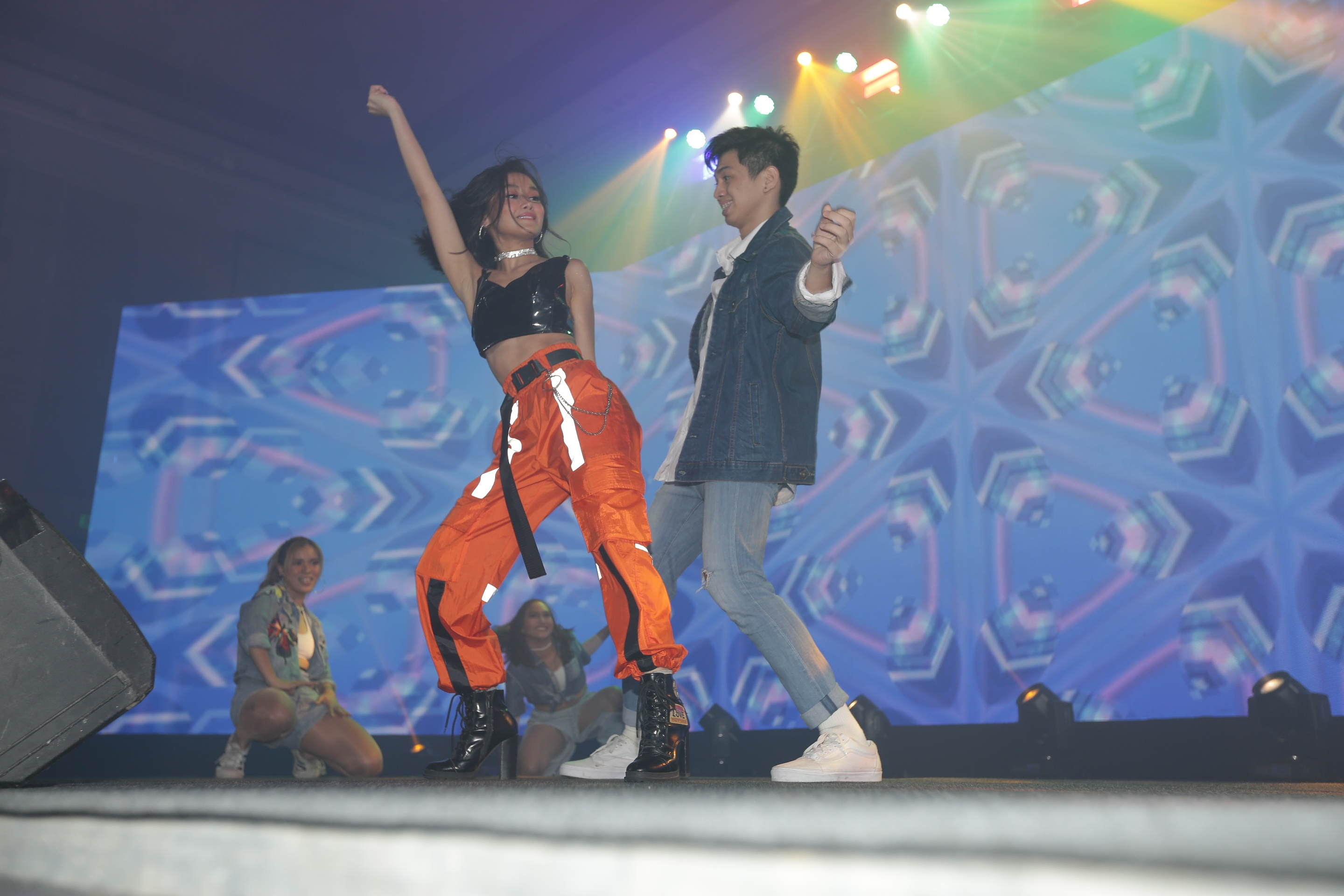 DANCE MEDLEY. Chienna Filomeno performed a medley of popular dance songs for the Vivo V17 Pro launch.