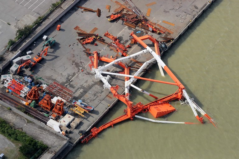 An aerial view from a Jiji Press helicopter shows a crane that toppled due to strong winds in Nishinomiya city, Hyogo prefecture on September 5, 2018. Photo by Jiji Press/AFP