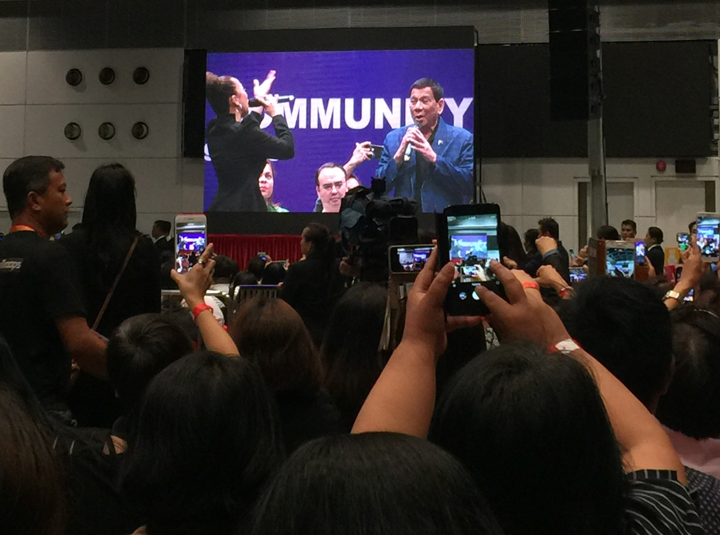 APPLAUSE. President Duterte is adored in Hong Kong, Photo by Jayeel Serrano Cornelio