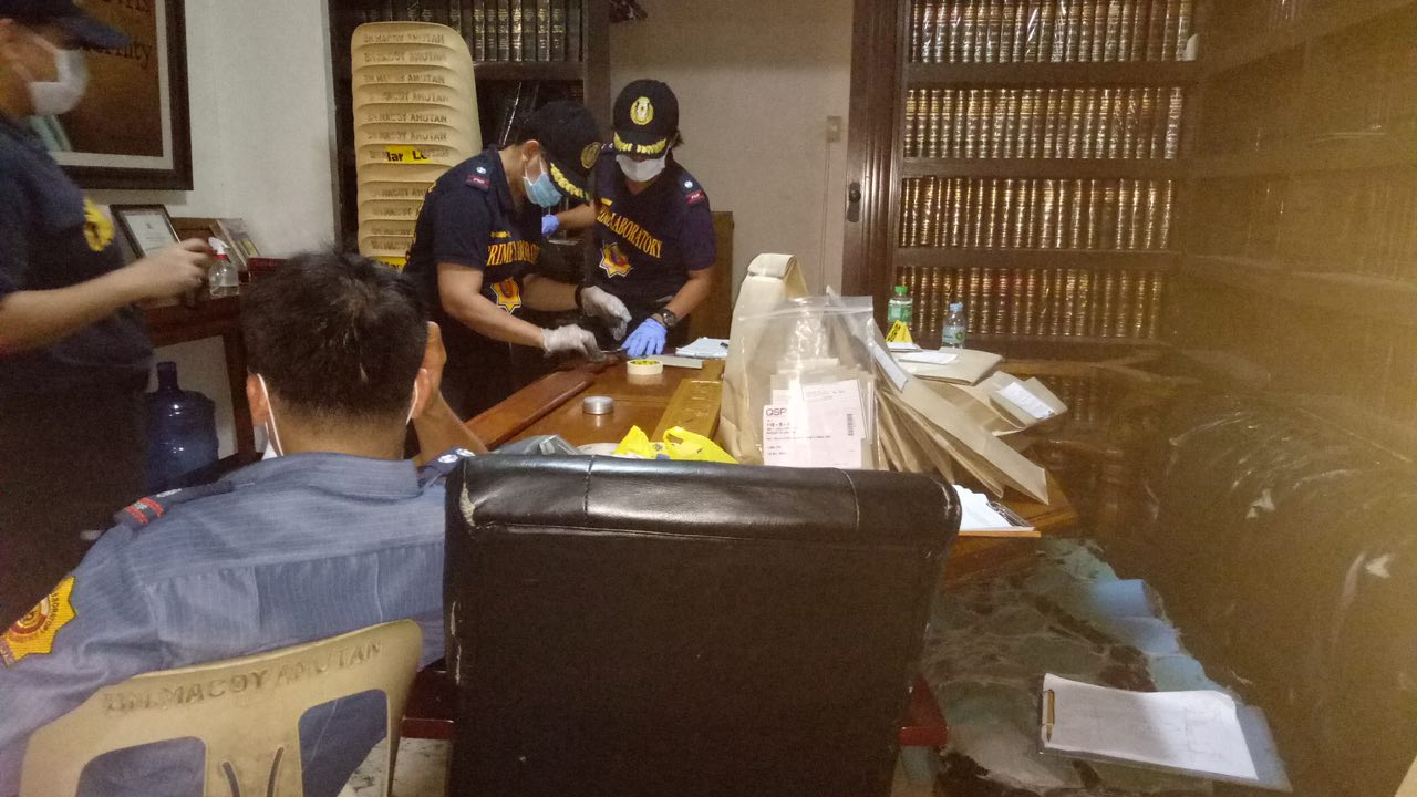 SWEEP. SOCO members look over every inch of the evidence. Rappler sourced photo
