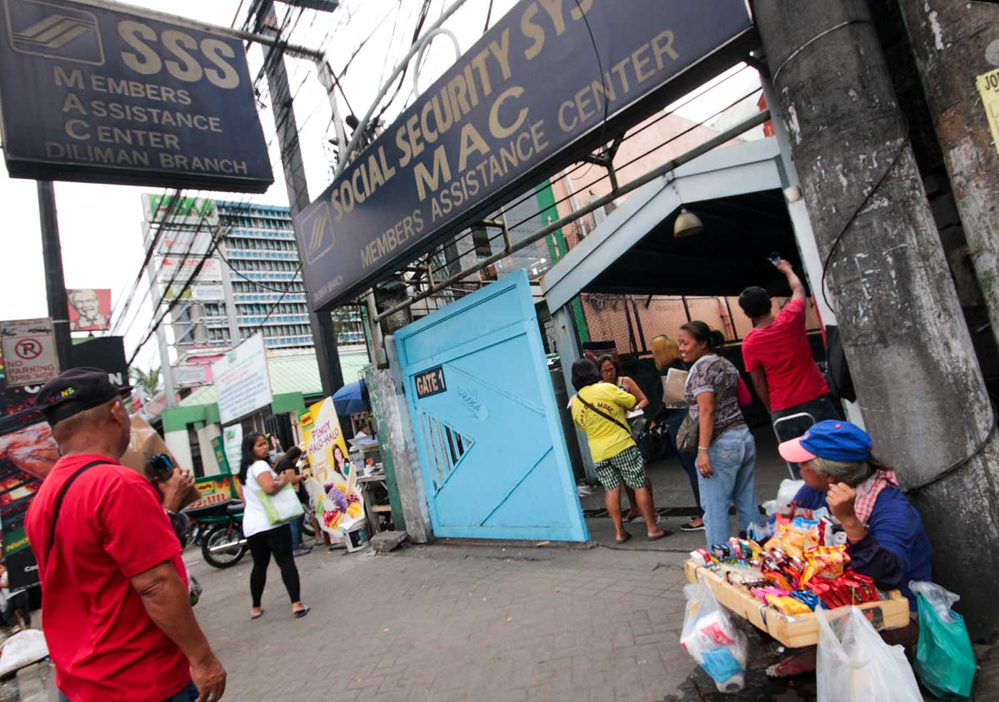 EASY. The national ID system aims to streamline the delivery of social services such as the Social Security System (SSS). File photo by Darren Langit/Rappler