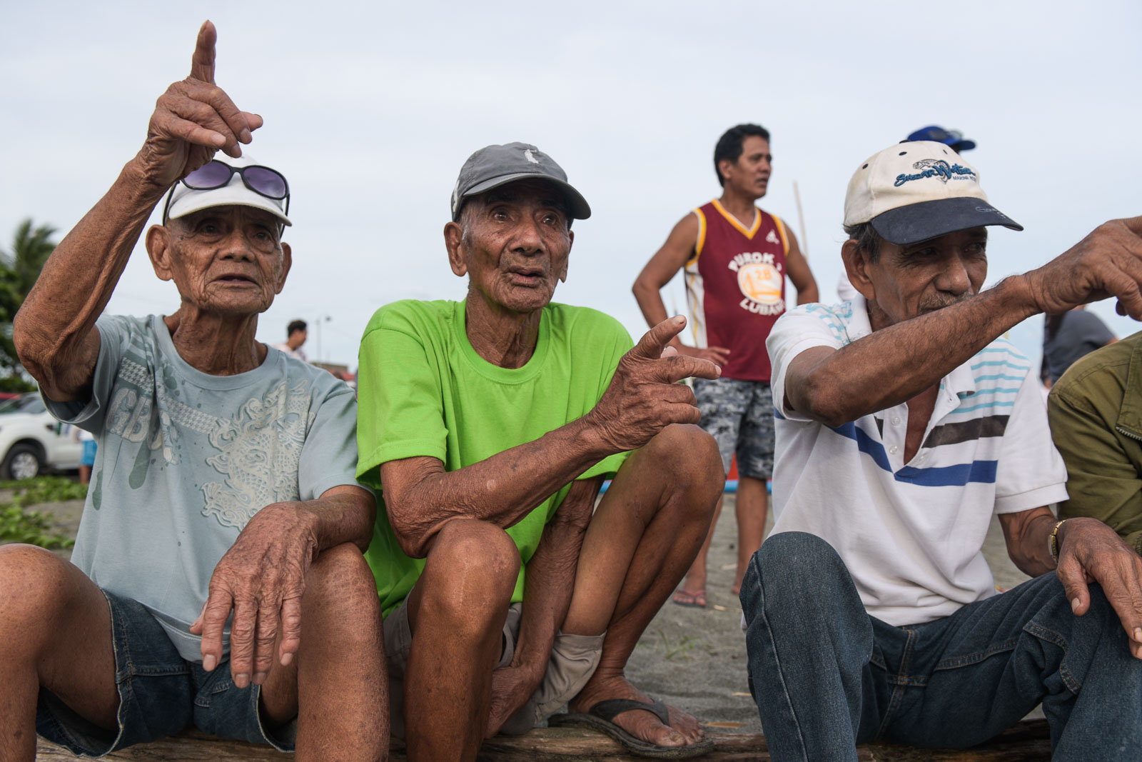 RETIRED. Floriano Villeza (center) says recalls camaraderie among fishermen from different countries in Recto Bank (Reed Bank). Photo by LeAnne Jazul/Rappler