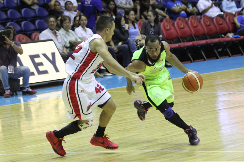 ROOKIE ON A MISSION. In just his rookie year, Stanley Pringle (right) has committed himself to helping Globalport become a contender. Photo by Mark Cristino