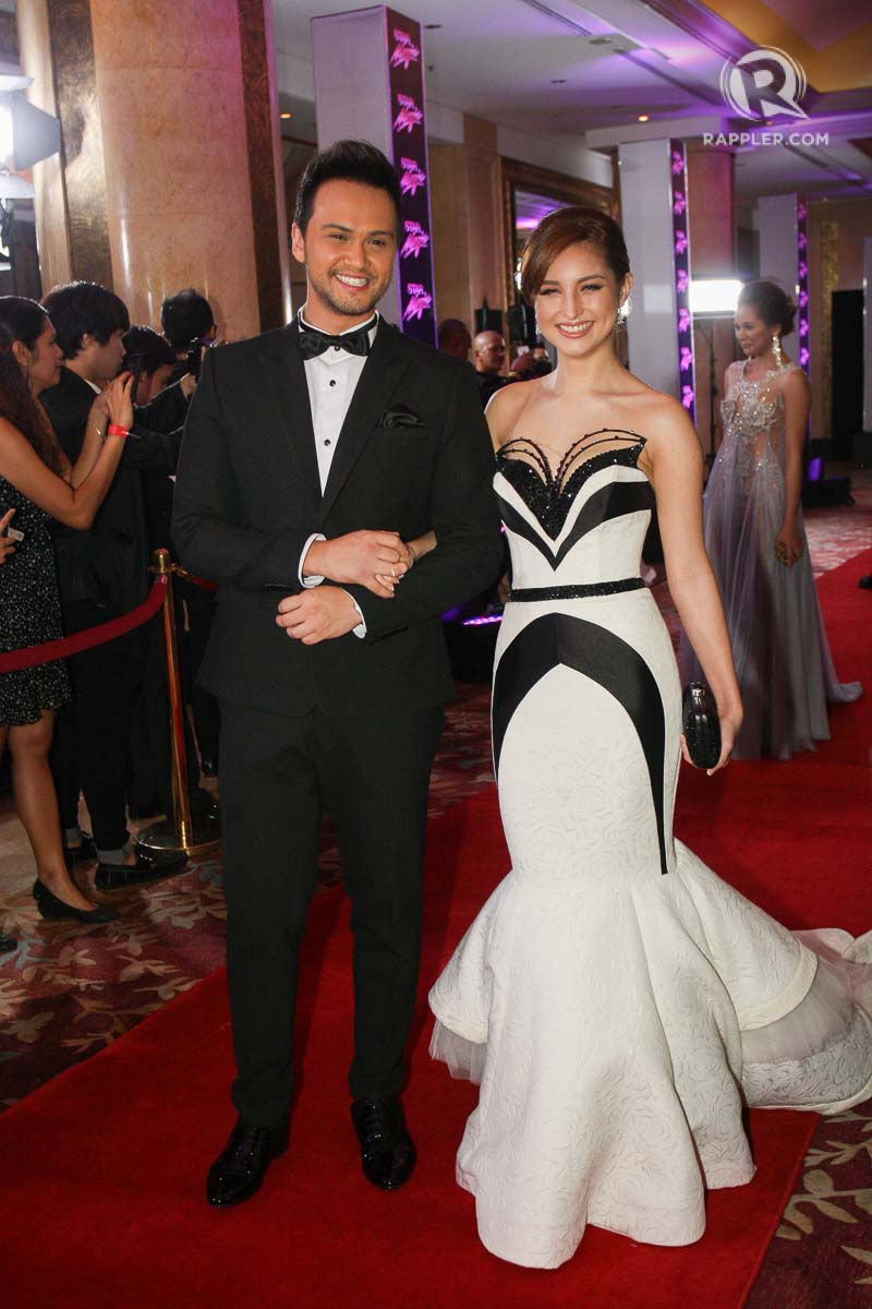 RED CARPET. Billy Crawford with Coleen Garcia at the 2014 Star Magic Ball. File photo by Manman Dejeto/Rappler
