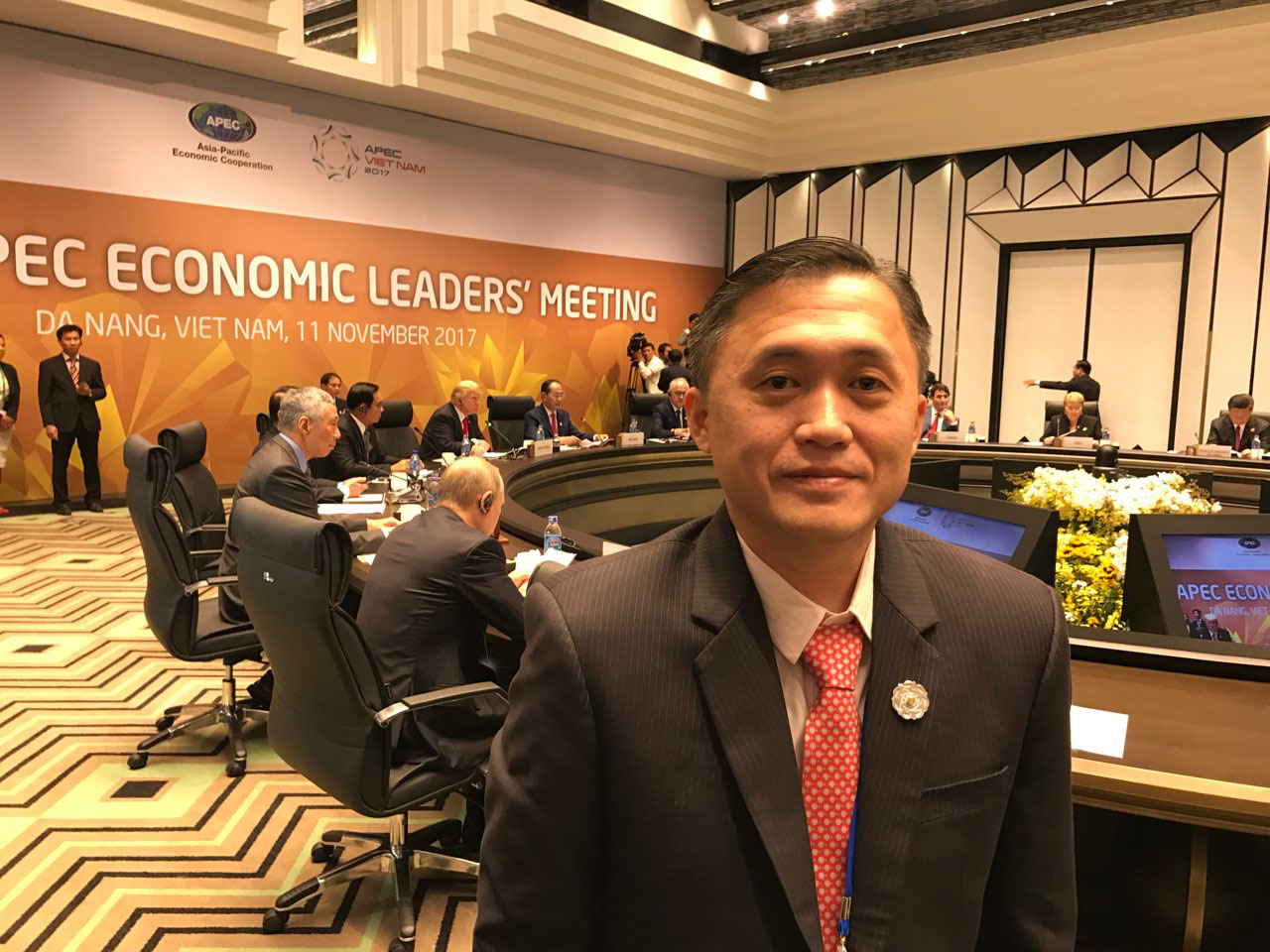 POTUS HERE. SAP Bong Go has a selfie in the APEC event that put US President Donald Trump and Philippine President Rodrigo Duterte in the same room for the first time.