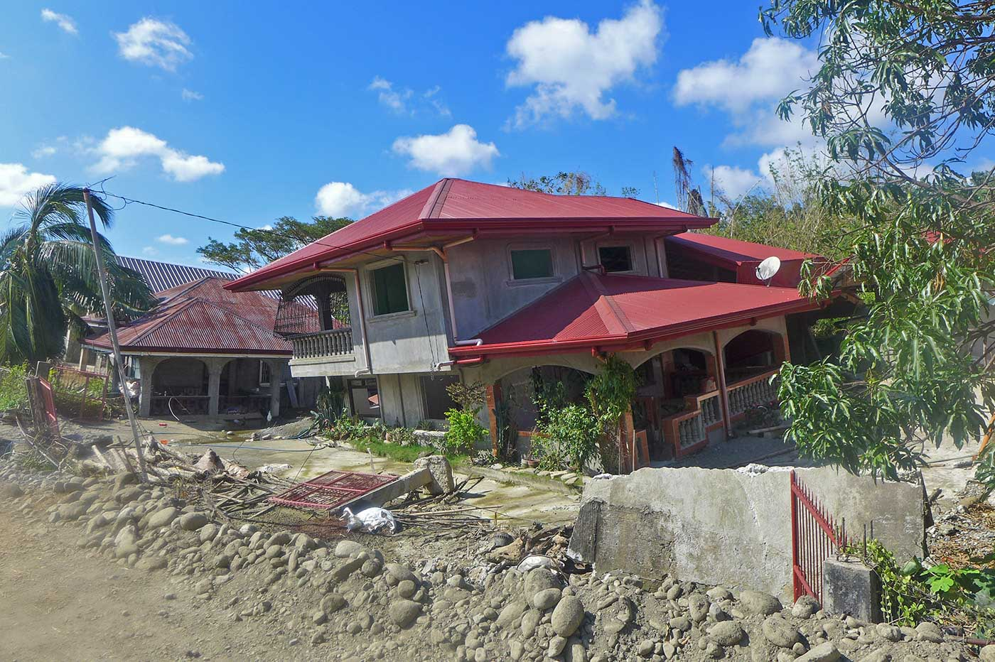 CRACKED. Houses in the upland village of Barangay Amguid in Ilocos Sur gradually rocked and cracked by continuous downpour during the month long monsoon rains last August. Photo by Mau Victa/Rappler