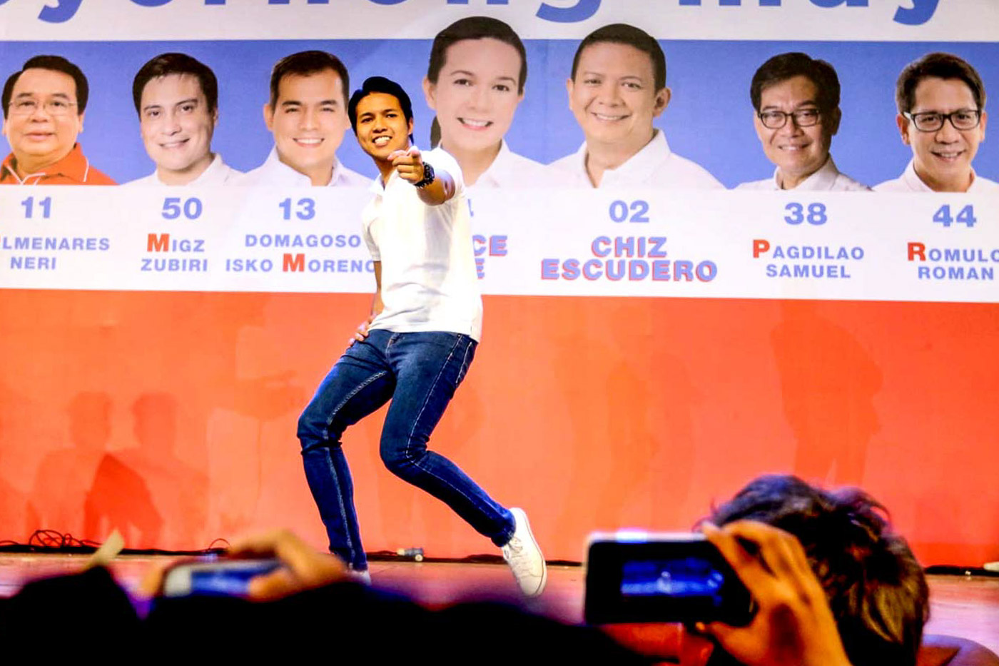A FORMER TV/MOVIE ACTOR. Brian dances onstage during a campaign rally  in Cebu City on April 5. Photo by Arnold Almacen/Poe-Escudero Media Bureau