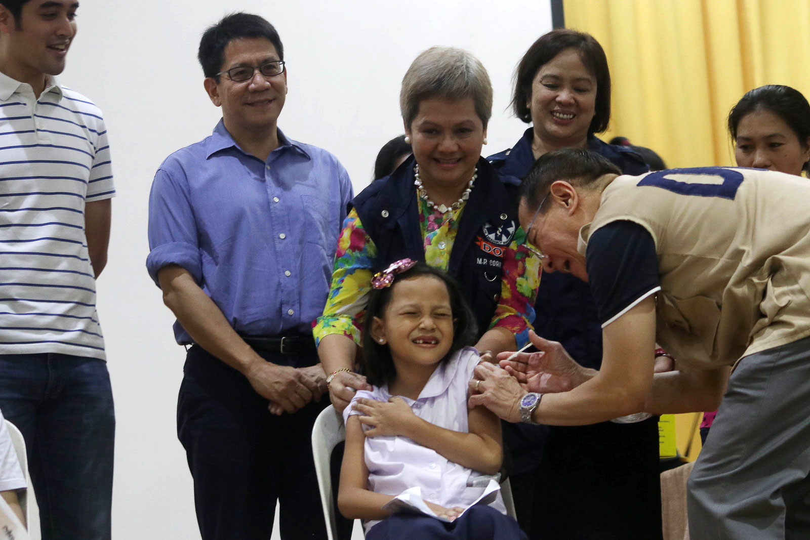 Department of Health Secretary Francisco Duque III administers a measles vaccine to a student during the school-based immunization campaign attended by local official led by city Mayor Vico Sotto and Representative Roman Romulo at the Pasig Elementary School on July 16, 2019. Photo by Ben Nabong/Rappler
