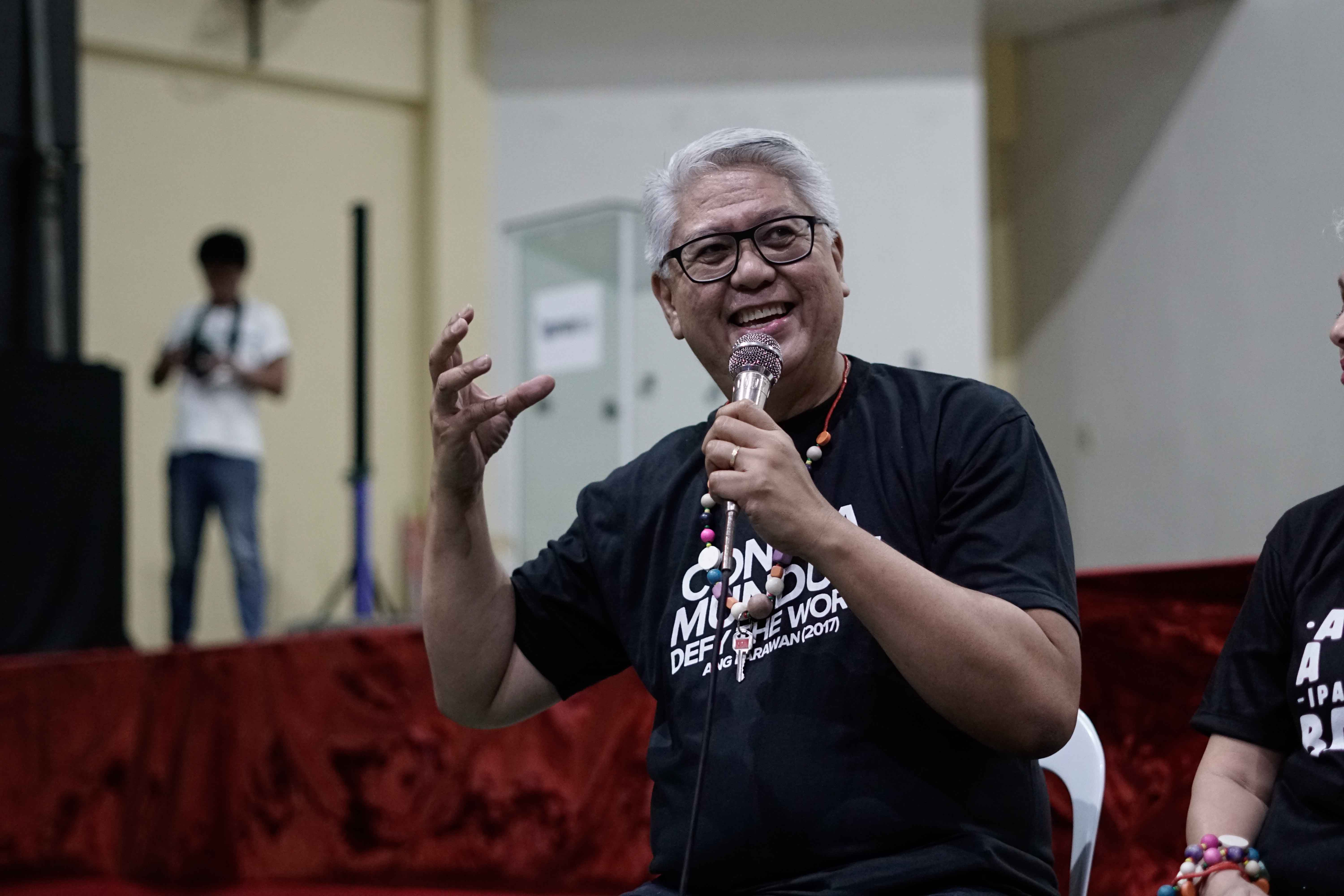 MR C. Composer Ryan Cayabyab speaks at a screening of 'Ang Larawan' in Bantayan. Photo by Eli Razo/courtesy of Rachel Alejandro