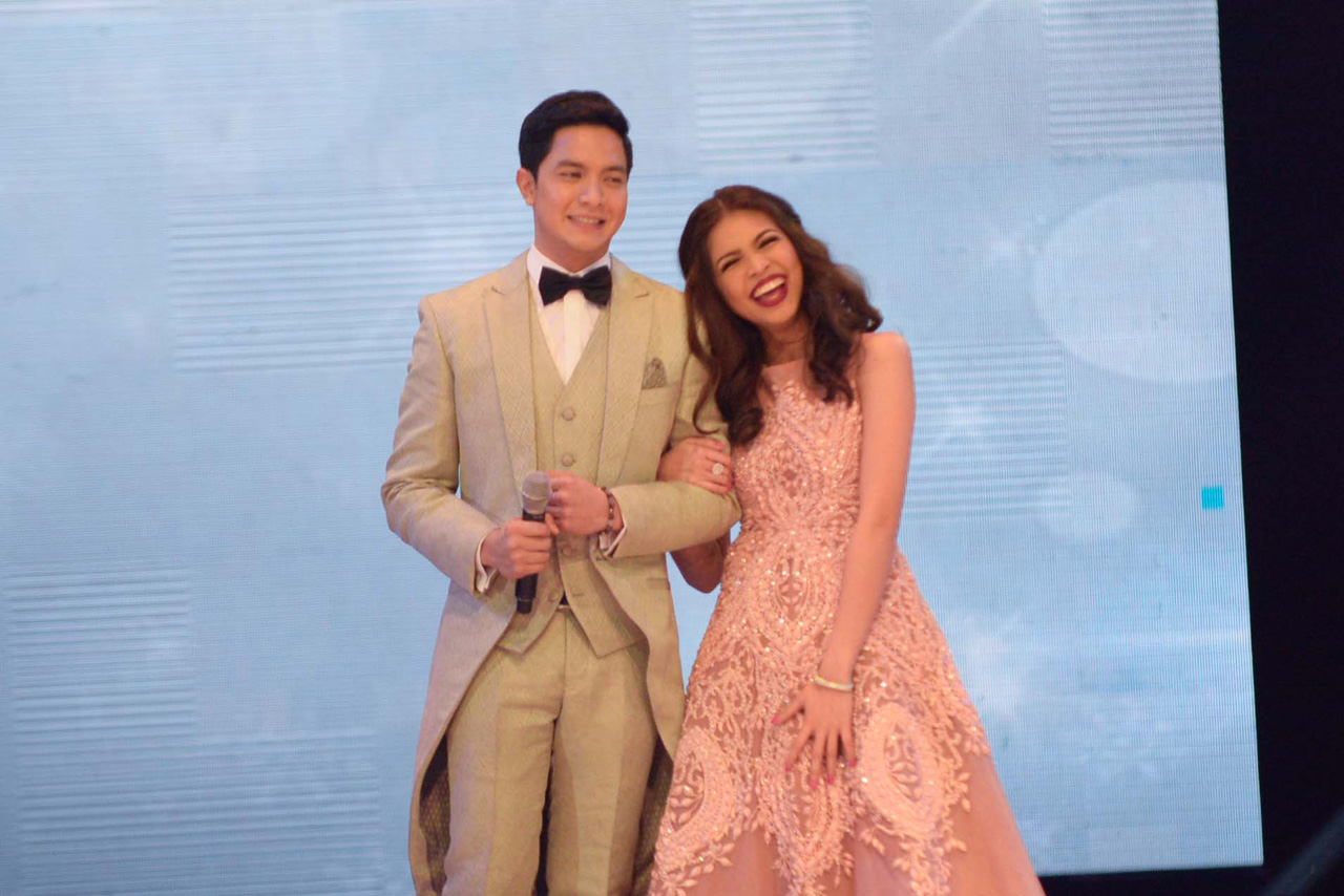 ARM IN ARM. Alden and Yaya Dub walk down the stage after Alden confessed his feelings to Yaya. Photo by Alecs Ongcal/Rappler.com