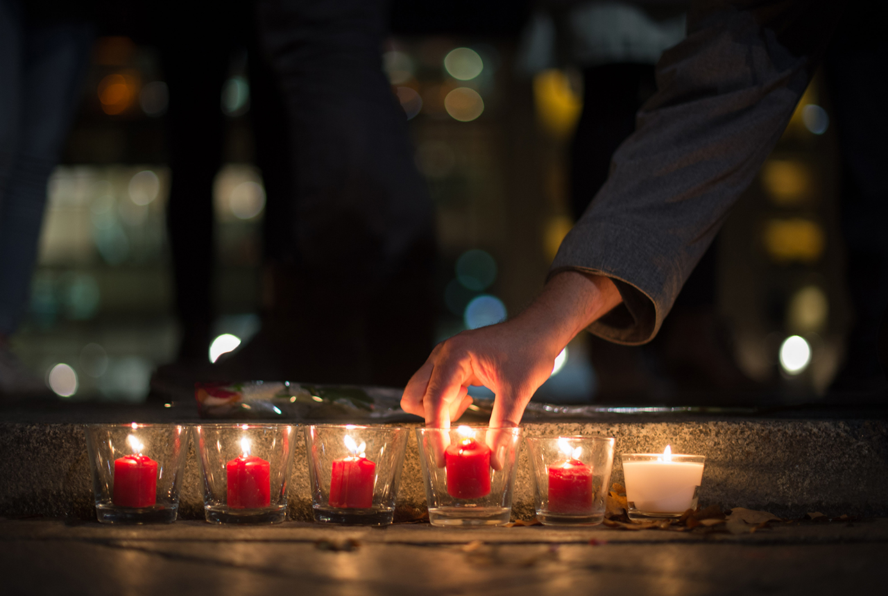 IN SOLIDARITY. People light candles in tribute to the victims of the Paris attacks, outside the French embassy in Berlin, Germany, November 13, 2015. Photo by Lukas Schulze/EPA