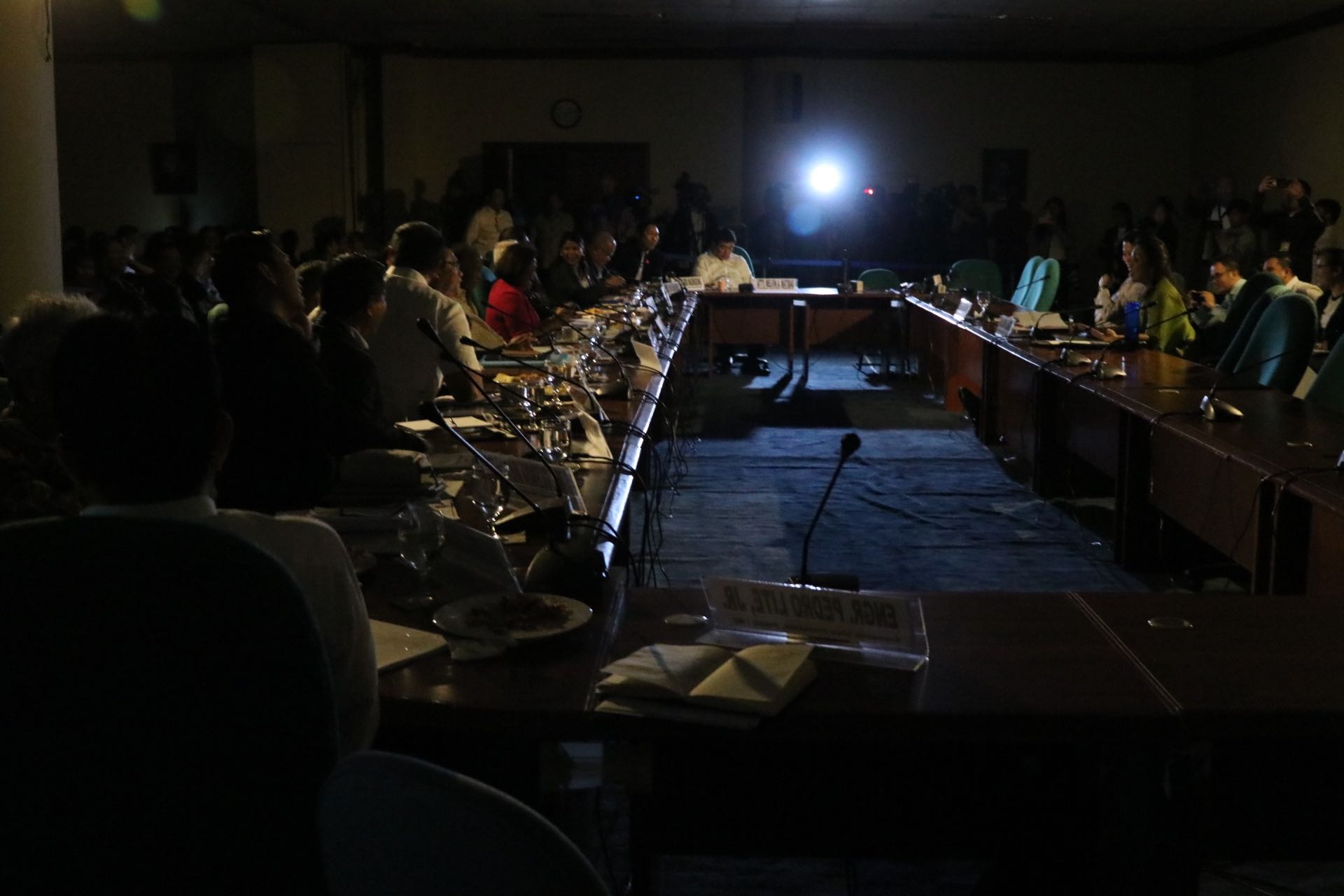 NO POWER. A brownout occurs in the middle of a Senate hearing on the proposed 2019 budget of the Department of Energy. Photo by Gil Nartea/Office of Senator Legarda