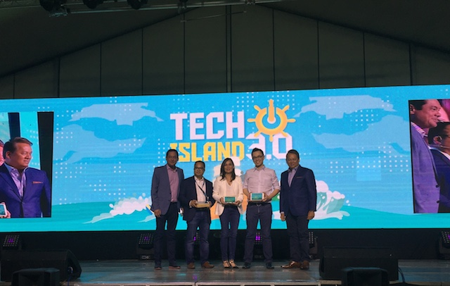 TECHISLAND 3.0. Mitch Locsin, Alfredo Tan, Merlee Jayme, Laurence Cua, and Eric Alberto share the stage. Photos by Jason Tulio/Rappler