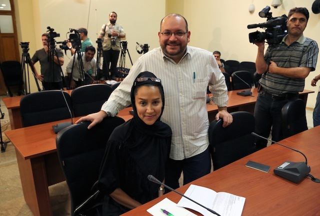 FREED. In this file photo, Washington Post Iranian-American journalist Jason Rezaian (center) and his Iranian wife Yeganeh Salehi during a foreign ministry spokeswoman weekly press conference in Tehran, Iran, on September 10, 2013. EPA/Stringer