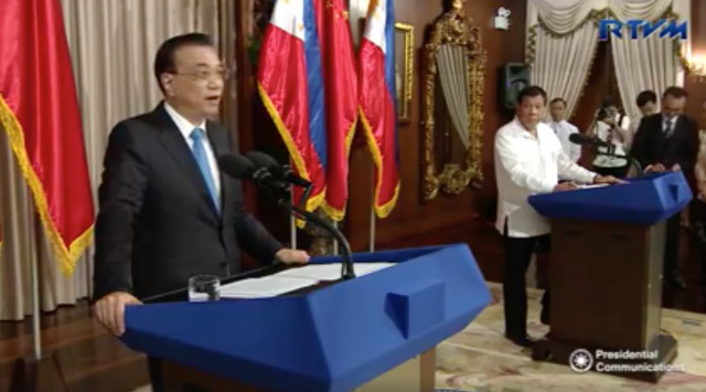 FRIENDSHIP'S NEW HEIGHTS. Chinese Premier Li Keqiang and Philippine President Rodrigo Duterte give statements after their expanded bilateral meeting in Malacau00f1ang. RTVM screenshot