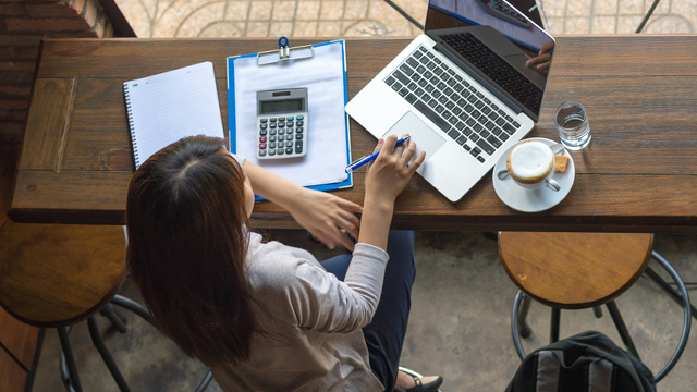 FLEXIBLE. More Filipinos are getting into freelancing after seeing it work out for others, according to PayPal's Global Freelancer Insights Report. Image from Shutterstock