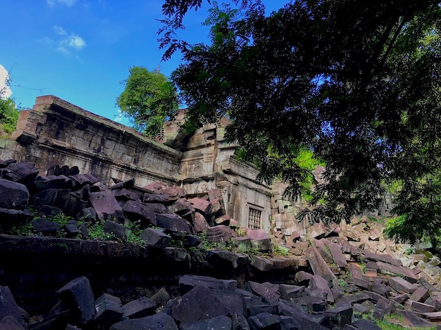 RUINS. Fallen blocks are scattered along portions of Beng Mealea. Photo by Joey Hofileu00f1a/Rappler
