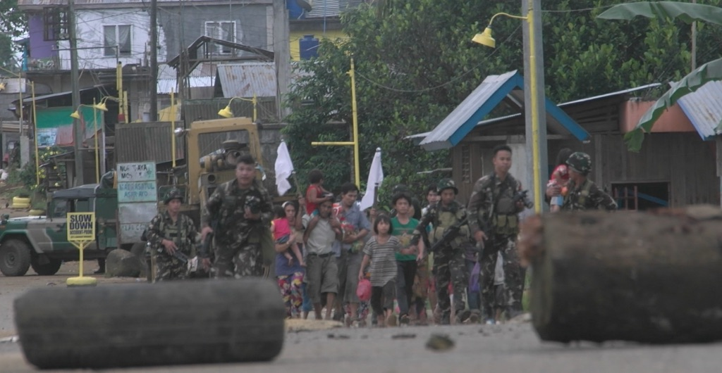 COMBAT ZONE. Ranger rescue a group of Marawi residents, mostly women and children, from the combat zone. Adrian Portugal/Rappler