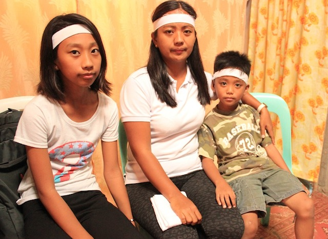 ENDURING LOVE. Virgie Viernes and her children. Photo by Raymon Dullana/Rappler