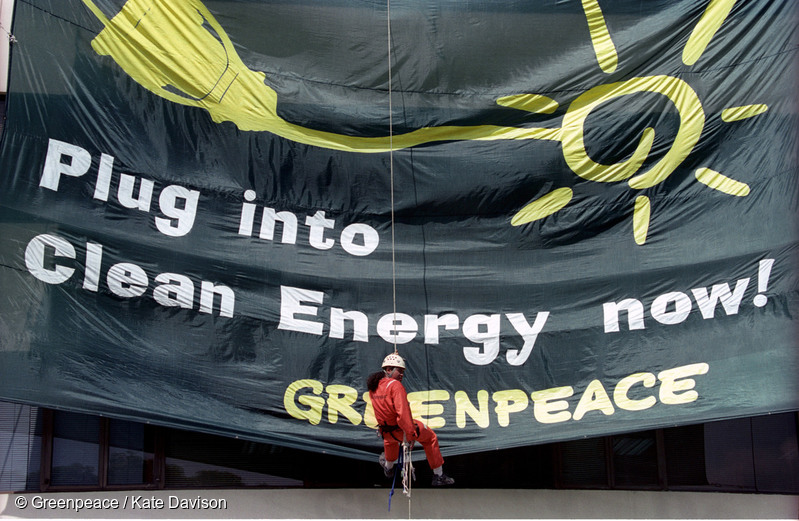 CLEAN ENERGY. Greenpeace is calling on world leaders to push for the transition to clean energy during the Paris climate talks. Photo from Greenpeace