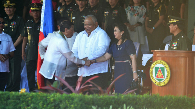 INTERACTION. President Rodrigo Duterte and Vice President Leni Robredo shake hands at the Philippine Army anniversary. Photo from the Office of the Vice President