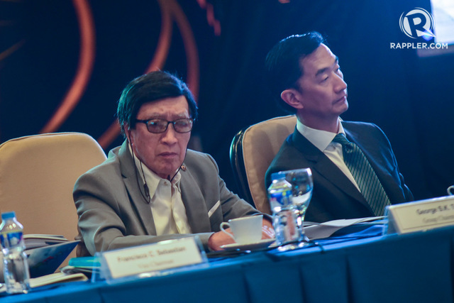 METROBANK. Metropolitan Bank and Trust Company founder George Ty (left) is shown here alongside the bank's chairman Arthur Ty at their 2017 stockholders' meeting. Rappler file photo