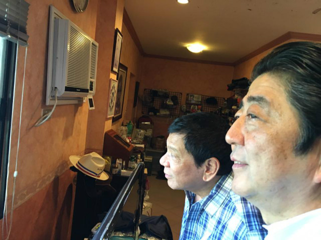 SIMPLE HOME. Philippine President Rodrigo Duterte shows Japanese Prime Minister Shinzo Abe around his house in Davao City. Photo courtesy of Special Assistant to the President Bong Go