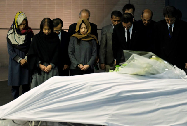 MOURNING. Government officials and relatives of late Japanese physician Tetsu Nakamura offer silent prayers in front of Nakamura's coffin upon arrival from Afghanistan at Narita Airport in Chiba prefecture on December 8, 2019. Photo by Kazuhiro Nigo/AFP
