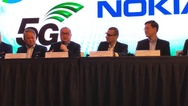 From left to right, PLDT's Eric Alberto, Manny Pangilinan and Nokia CEO Rajeev Suri and Nokia APAC VP Jae Won at the signing of their 5G memorandum of understanding, Tuesday, March 12. Photo by Gelo Gonzales/Rappler