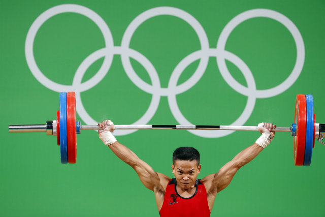 Nestor Colonia of the Philippines competes during the men's 56kg category competition of the Rio 2016 Olympic Games Weightlifting events at the Riocentro in Rio de Janeiro, Brazil, 07 August 2016. EPA/NIC BOTHMA
