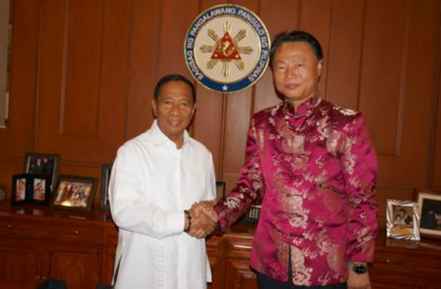 BOOSTING TIES. Chinese Ambassador to the Philippines Zhao Jianhua (right) pays a courtesy visit to Philippine Vice President Jejomar Binay (left) on April 15, 2014. Binay supports bilateral talks with China. Photo courtesy of the Chinese Embassy in the Philippines