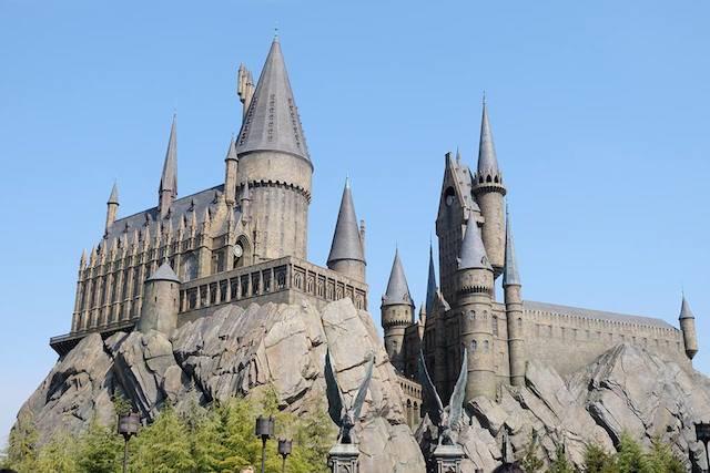 HOGWARTS. Di Universal Studios Osaka, Jepang, pengunjung bisa menikmati pengalaman dunia sihir di wahana 'The Wizarding World of Harry Potter', termasuk menikmati bangunan yang menyerupai sekolah sihir Hogwarts. Foto oleh Yetta Tondang/Rappler