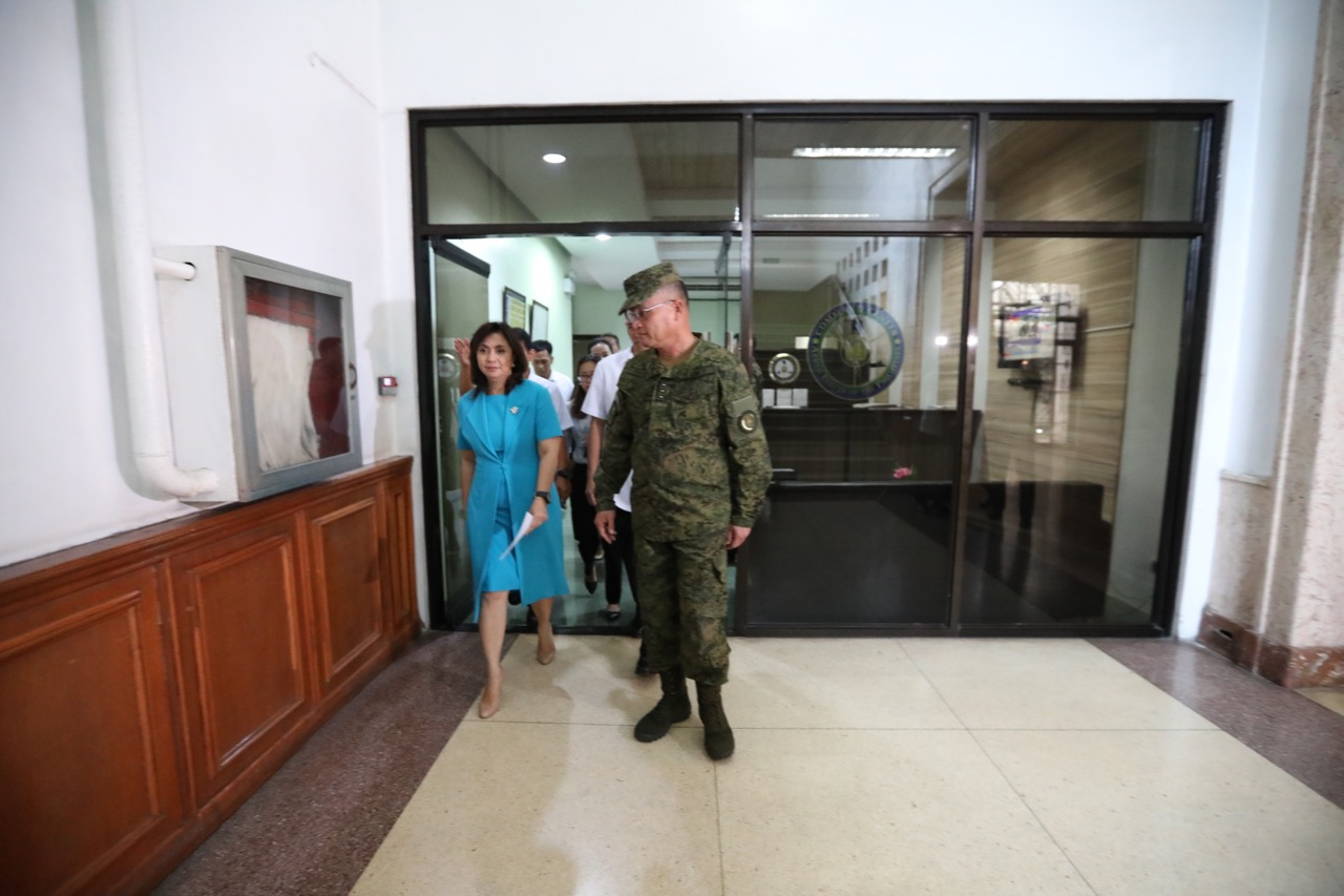 MARTIAL LAW BRIEFING. Vice President Leni Robredo attends a security briefing by the Armed Forces of the Philippines about the situation in Marawi City on May 24, 2017. Photo from the Office of the Vice President