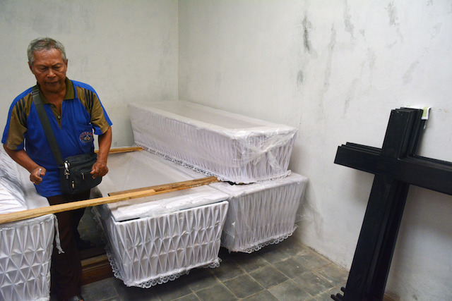 READY. Suhendro Putro, 62, a Javanese Christian Church funeral director, preparing coffins for the bodies of prisoners awaiting execution. Photo by EPA