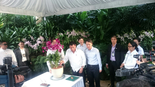 ORCHID DIPLOMACY. President Duterte meets the orchid named after him at the Singapore Botanic Garden. Photo from PCO