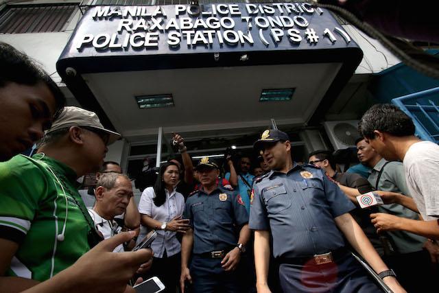 SECRET JAIL CELL. NCRPO chief Oscar Albayalde with Station 1 commander Superintendent Roberto Domingo at the Manila Police Station 1 in Raxabago, Tondo, Manila. Photo by Inoue Jaena/Rappler