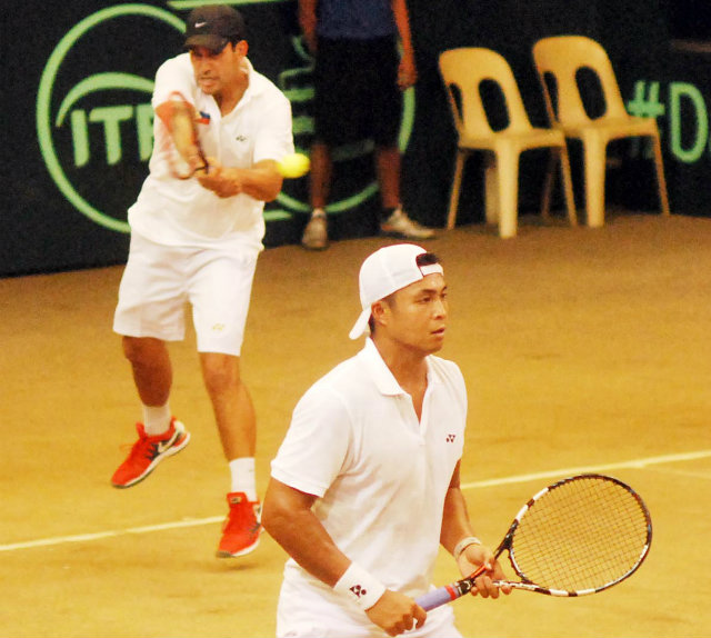 DOUBLES TROUBLE. Treat Huey (rear) hits a backhand while partner Ruben Gonzales waits for the next shot during doubles play against Pakistanu2019s Aisam Qureshi and Aqeel Khan on Saturday in the Asia-Oceania Davis Cup Group 2 semifinals