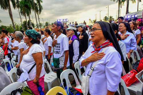 FAITH AND PATRIOTISM. Nuns and ordinary citizens sing the Philippine National Anthem. Photo by Maria Tan/Rappler