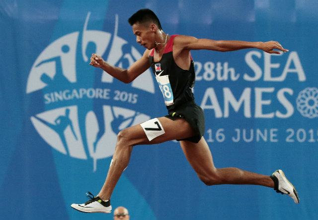 Christopher Ulboc Jr continues his reign atop the 3000m steeplechase event. Photo by Singapore SEA Games Organising Committee/Action Images via Reuters