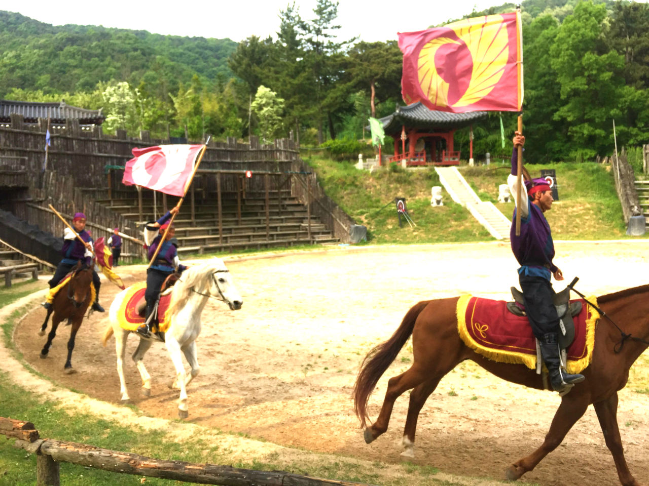 FLOWERING KNIGHTS. The Hwarang show is one of the main attractions of the park. Watch these talented performers do tricks while on horseback!