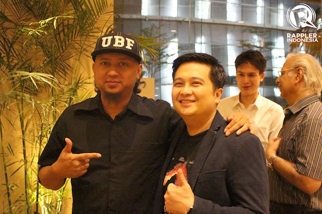 PRODUSER. Robert Ronny,produser film 'Gerbang Neraka' berfoto bersama sutradara Anggy Umbara yang hadir sebagai tamu di gala premiere