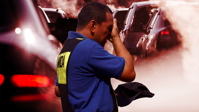 HEALTH HAZARD. A study finds that traffic enforcers are prone to heart and lung problems due to exposure to air pollution.