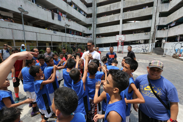 DROPPING BY. Nike athlete Jordan Clarkson visits the We Rise players at a training session at Tenement Court in Taguig City. Photo from press release