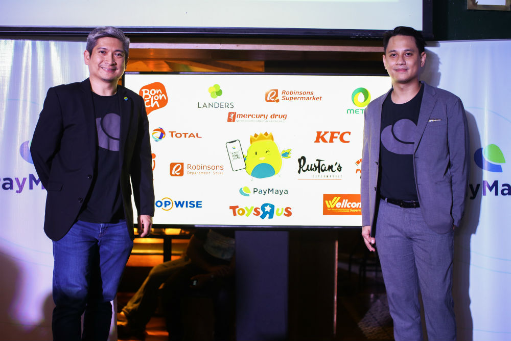 A BETTER THAN CASH PAYMENT EXPERIENCE WITH PAYMAYA QR. PayMaya account holders can enjoy a better than cash payment experience at select PayMaya Preferred partner merchants this holiday season when they shop, dine, or fill up their gas tanks and pay using PayMaya QR. Shown in photo are some of the initial PayMaya Preferred partner merchants as announced recently by PayMaya Head of Wallets Business Kenneth Palacios (left) and PayMaya Head of Growth and Brand Marketing Raymund Villanueva (right).