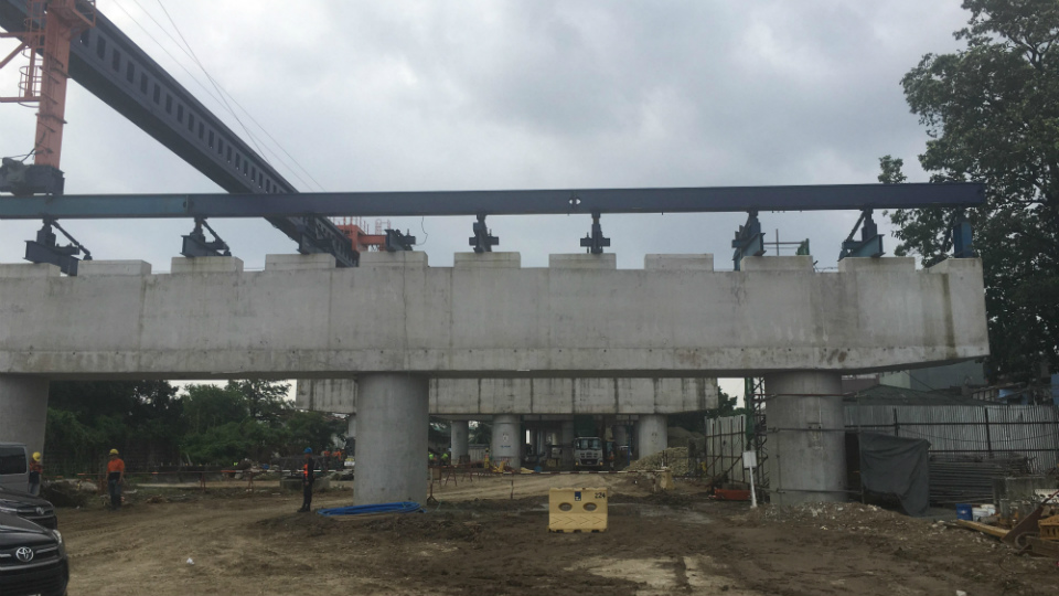 ELEVATED. Foundations of the elevated road of the C3-R10 section of the Harbor Link Segment 10 stand along Samson Road in Caloocan City. Rappler photo