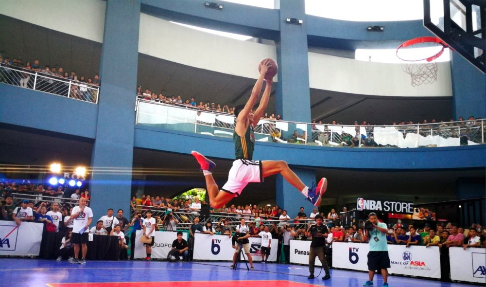 HANG TIME. Jebb Bulawan flies high for a dunk during the NBA 3X Philippines event at the MOA Music Hall. Photo from NBA Philippines Twitter account