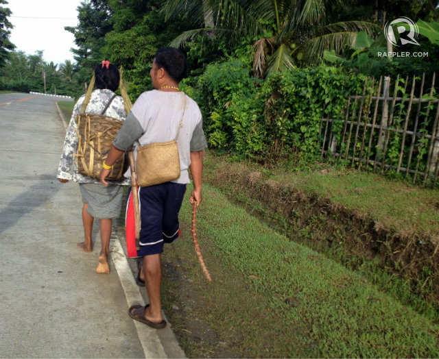 WIFE AND HUSBAND. In Hanunuo tradition, men walk behind women and carry less weight so they can easily attack in case danger strikes. Photo by Fritzie Rodriguez/Rappler